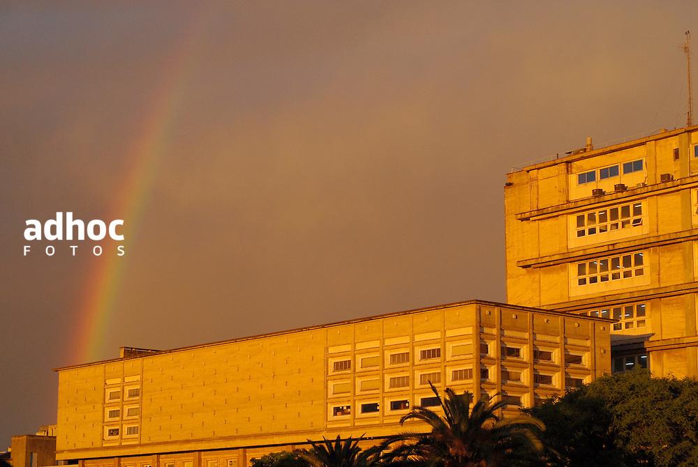 Facultad de Ingenieria de la Universidad de la Republica, UdelaR. Montevideo, 2007.<br /> URUGUAY / MONTEVIDEO / <br /> Foto: Ricardo Ant&uacute;nez / AdhocFotos<br /> www.adhocfotos.com