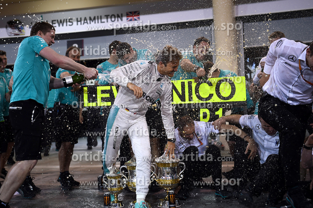 03.04.2016, International Circuit, Sakhir, BHR, FIA, Formel 1, Grand Prix von Bahrain, Rennen, im Bild Nico Rosberg (GER) Mercedes AMG F1 celebrates with the team // during Race for the FIA Formula One Grand Prix of Bahrain at the International Circuit in Sakhir, Bahrain on 2016/04/03. EXPA Pictures &copy; 2016, PhotoCredit: EXPA/ Sutton Images/ Andre/<br /> <br /> *****ATTENTION - for AUT, SLO, CRO, SRB, BIH, MAZ only*****