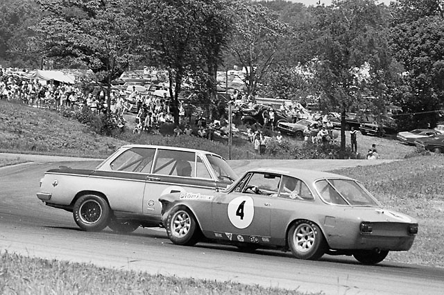 Herb Wetanson in his Alfa spins a BMW at the 1970 Mid-Ohio Under-2-Liter Trans-Am race