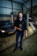 ZALTBOMMEL - Portretten gemaakt bij Auto Centrum Bommelerwaard. Met hier op de foto Wido van Aarle. FOTO LEVIN & PAULA PHOTOGRAPHY
