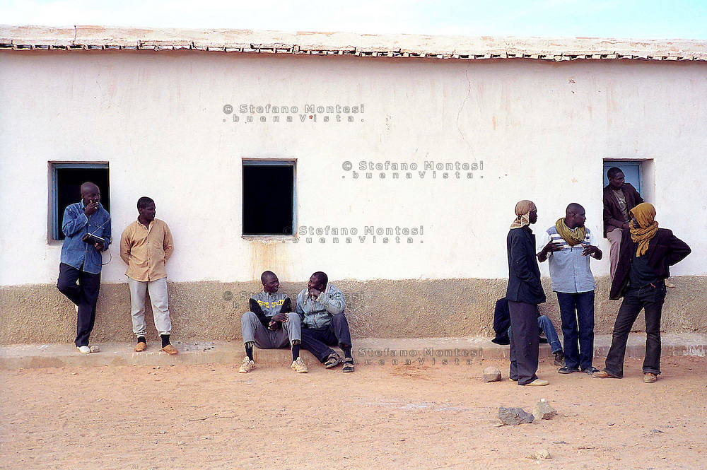 December 2005  .African would-be immigrants gather at a school in the Bir Lahlu refugee camp in the Western Sahara, southwestern Algeria.  .The Saharawi Polisario, the Algerian-backed movement campaigning for independence for the mineral-rich territory controlled by Morocco, found 92 migrants, who were expelled by Morocco, abandoned in the desert.