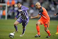 FOOTBALL - FRENCH CHAMPIONSHIP 2009/2010 - L1 - TOULOUSE FC v OLYMPIQUE LYONNAIS - 7/02/2010 - PHOTO JEAN MARIE HERVIO / DPPI - ANDRE PIERRE GIGNAC (TFC) / CRIS (OL)