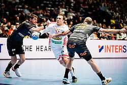 20.01.2020, Wiener Stadthalle, Wien, AUT, EHF Euro 2020, Weissrussland vs Spanien, Hauptrunde, Gruppe I, im Bild v. l. Viran Morros de Argila (ESP), Dzmitry Nikulenkau (BLR), Joan Canellas Reixach (ESP) // f. l. Viran Morros de Argila (ESP) Dzmitry Nikulenkau (BLR) Joan Canellas Reixach (ESP) during the EHF 2020 European Handball Championship, main round group I match between Belarus and Spain at the Wiener Stadthalle in Wien, Austria on 2020/01/20. EXPA Pictures © 2020, PhotoCredit: EXPA/ Florian Schroetter