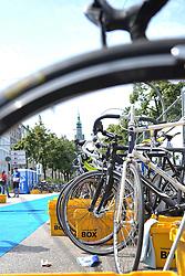 16.07.2011, Hamburg, GER, Dextro Energy Triathlon ITU World Championship Series, Promi-Staffel, im Bild Feature die Fahrraeder in der Wechselzone mit Hamburger Rathaus im Hintergrund.EXPA Pictures © 2011, PhotoCredit: EXPA/ nph/  Witke       ****** out of GER / CRO  / BEL ******