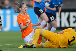 20-05-2015 NED: Nederland - Estland vrouwen, Rotterdam<br /> Oefeninterland Nederlands vrouwenelftal tegen Estland. Dit is een 'uitzwaaiwedstrijd'; het is de laatste wedstrijd die de Nederlandse vrouwen spelen in Nederland, voorafgaand aan het WK damesvoetbal 2015 / Eshly Bakker #9, Eshly Bakker #1