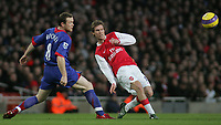 Photo: Paul Thomas.<br /> Arsenal v Manchester United. The Barclays Premiership. 21/01/2007.<br /> <br /> Alexander Hleb (R) of Arsenal passes it past Wayne Rooney.