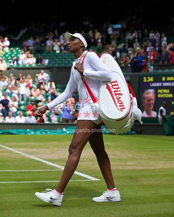 LONDON, ENGLAND - Friday, June 27, 2014: Venus Williams (USA) walks onto centre court before the Ladies' Singles 3rd Round match on day five of the Wimbledon Lawn Tennis Championships at the All England Lawn Tennis and Croquet Club. (Pic by David Rawcliffe/Propaganda)