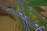 Nederland, Limburg, Gemeente Maasbracht, 15-11-2010; Knooppunt Het Vonderen.. splitsing A2 en A73, Junction Het Vonderen..luchtfoto (toeslag), aerial photo (additional fee required).copyright foto/photo Siebe Swart