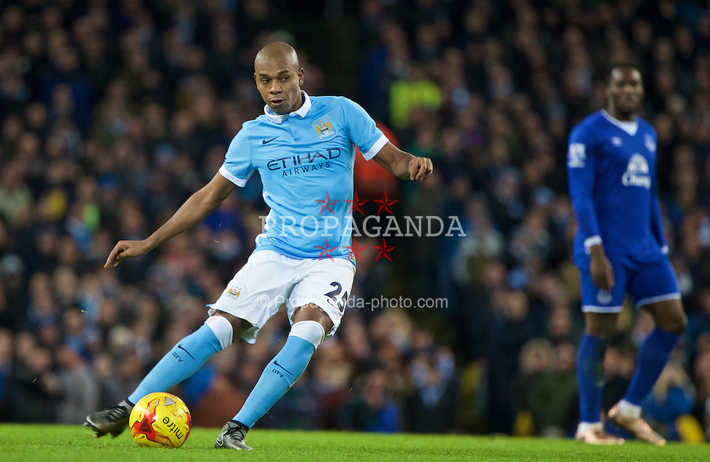 MANCHESTER, ENGLAND - Wednesday, January 27, 2016: Manchester City's Fernando Luiz Roza 'Fernandinho' in action against Everton during the Football League Cup Semi-Final 2nd Leg match at the City of Manchester Stadium. (Pic by David Rawcliffe/Propaganda)