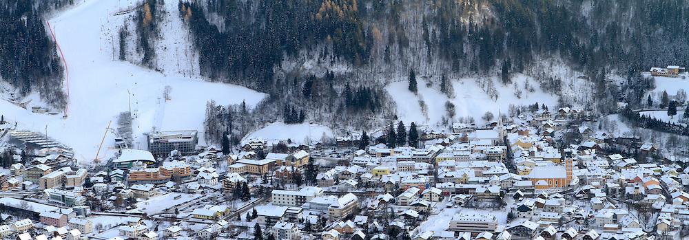 12.12.2012, Schladming, AUT, FIS Weltmeisterschaften Ski Alpin, Schladming 2013, Vorberichte, im Bild eine Ortsansicht von Schladming mit dem Zielhang der Planai am 12.12.2012 // Schladming with the Planai slope on 2012/12/12, preview to the FIS Alpine World Ski Championships 2013 at Schladming, Austria on 2012/12/12. EXPA Pictures © 2012, PhotoCredit: EXPA/ Martin Huber