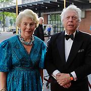 NLD/Amsterdam/201200704 - Inloop Koninging Beatrix bij afscheid Hans van Manen, Martine van Loon - Labouchere en partner