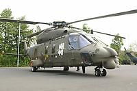 15 JUL 2002, VEITSHOECHHEIM/GERMANY:<br /> Transporthubschrauber NH 90, der zukuenftige Hubschrauber von Heer, Luftwaffe und Marine, produziert von NHIndustries,  einer europaeischen Kooperation von Eurocopter, Agusta, Stork-Fokker, Veitshoechheim<br /> IMAGE: 20020715-01-001<br /> KEYWORDS: Veitshöchheim, helicopter, am Boden
