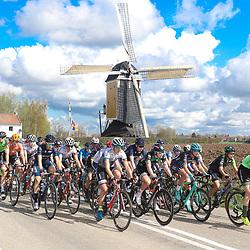 15-04-2018: Wielrennen: Amstel Gold race women: Valkenburg<br />peloton passeert de molen boven aan de Adsteeg