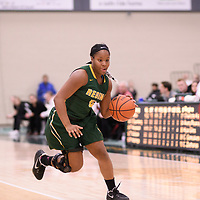 2nd year guard Kyia Giles (6) of the Regina Cougars during the Women's Basketball home game on January 27 at Centre for Kinesiology, Health and Sport. Credit: Arthur Ward/Arthur Images