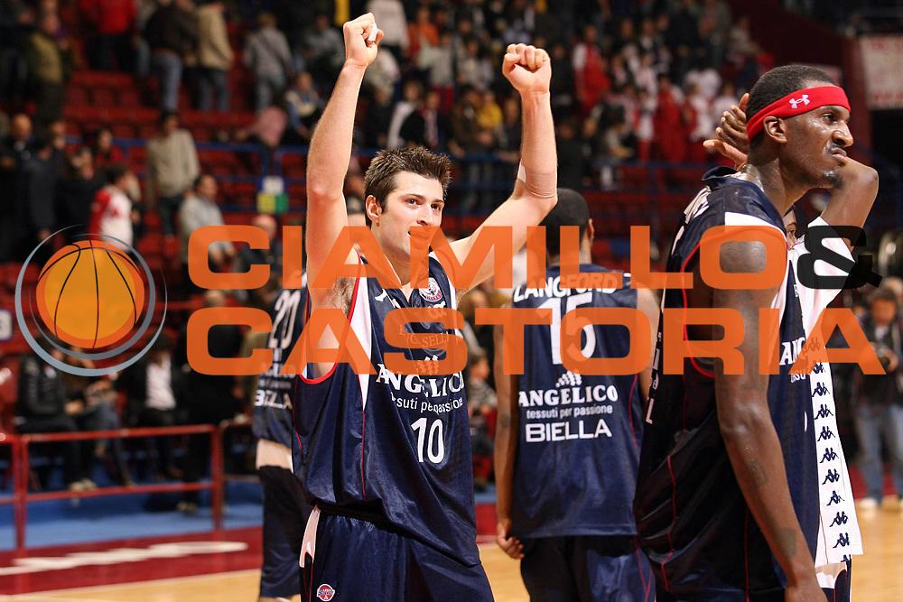 DESCRIZIONE : Milano Lega A1 2007-08 Armani Jeans Milano Angelico Biella<br /> GIOCATORE : Daniele Cinciarini Kevinn Pinkney<br /> SQUADRA : Angelico Biella<br /> EVENTO : Campionato Lega A1 2007-2008<br /> GARA : Armani Jeans Milano Angelico Biella<br /> DATA : 30/03/2008<br /> CATEGORIA : Esultanza<br /> SPORT : Pallacanestro<br /> AUTORE : Agenzia Ciamillo-Castoria/S.Ceretti<br /> Galleria : Lega Basket A1 2007-2008<br /> Fotonotizia : Milano Campionato Italiano Lega A1 2007-2008 Armani Jeans Milano Angelico Biella<br /> Predefinita :