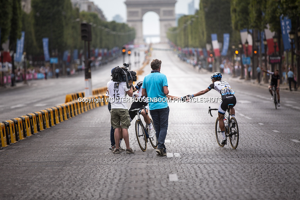 Paris - France - wielrennen - cycling - radsport - cyclisme - Cheng ji and  Tom Veelers pictured during stage - 21 of the 101th Tour de France 2014 - from Evrt to Paris -