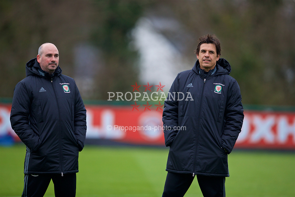 CARDIFF, WALES - Thursday, March 23, 2017: Wales' performance psychologist Ian Mitchall [L] and manager Chris Coleman [R] during a training session at the Vale Resort ahead of the 2018 FIFA World Cup Qualifying Group D match against Republic of Ireland. (Pic by David Rawcliffe/Propaganda)