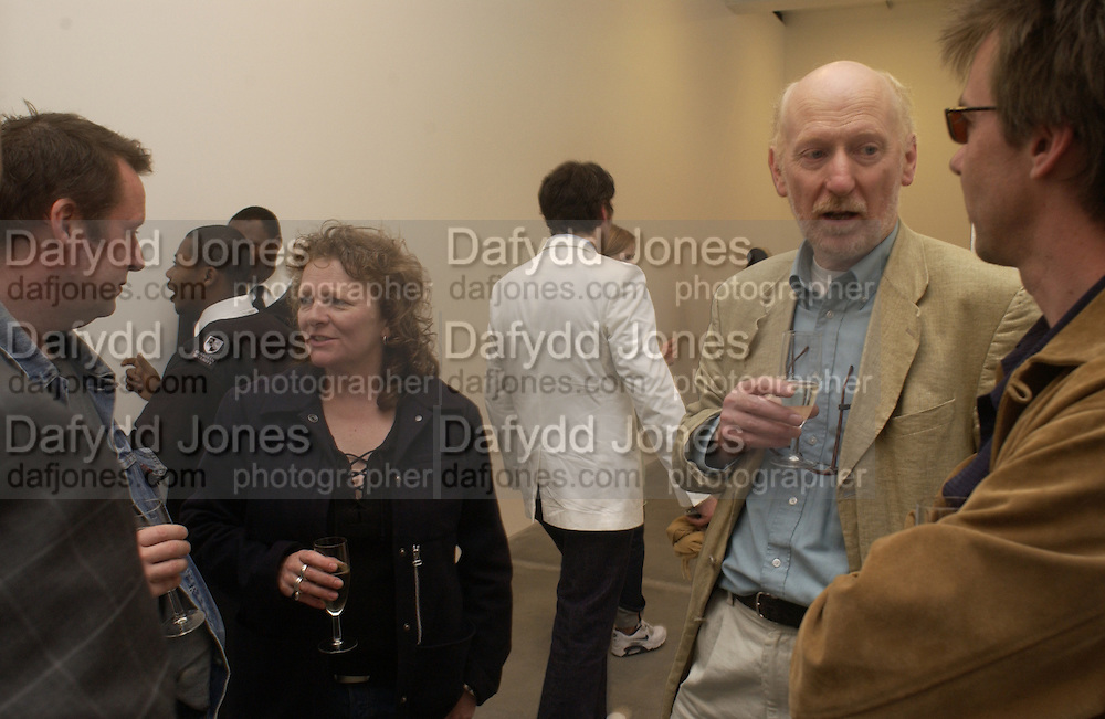 Rachel Whiteread and Bill Woodrow, Cy Twombly at the new Gagosian Gallery, Britannia St. 27 May 2004. ONE TIME USE ONLY - DO NOT ARCHIVE  © Copyright Photograph by Dafydd Jones 66 Stockwell Park Rd. London SW9 0DA Tel 020 7733 0108 www.dafjones.com