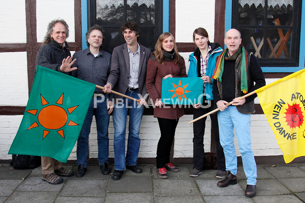 Der neue Vorstand der B&uuml;rgerinitiative Umweltschutz L&uuml;chow-Dannenberg nach der Mitgliederversammlung im Restaurant Bauernstuben in Trebel.<br /> (v.l.n.r.: G&uuml;nter Hermeyer, Klaus Longmuss (Kasse), Martin Donat (Vorsitz), Franziska Behn, Anja Meyer, Wolfgang Ehmke (Presse)) <br /> <br /> Ort: Trebel<br /> Copyright: Andreas Conradt<br /> Quelle: PubiXvewinG