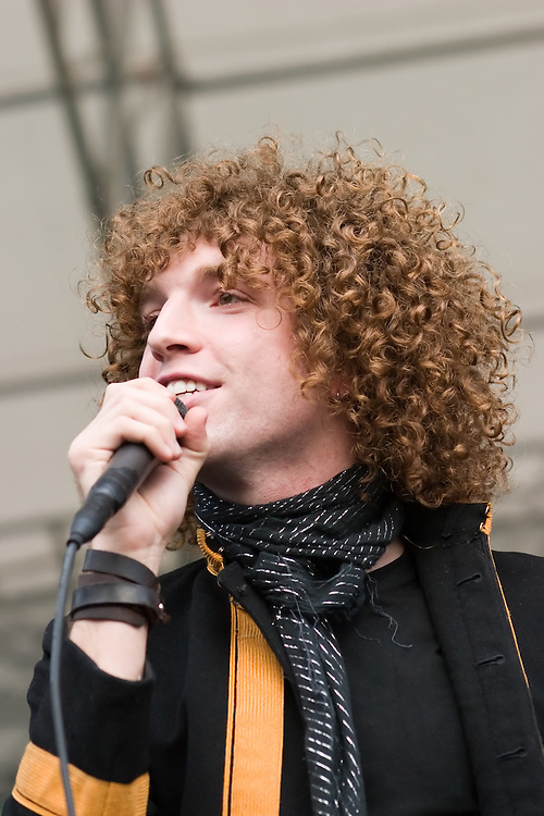 Steve Bays, of the Canadian band Hot Hot Heat performs during a Q101 radio festival in Chicago, IL.