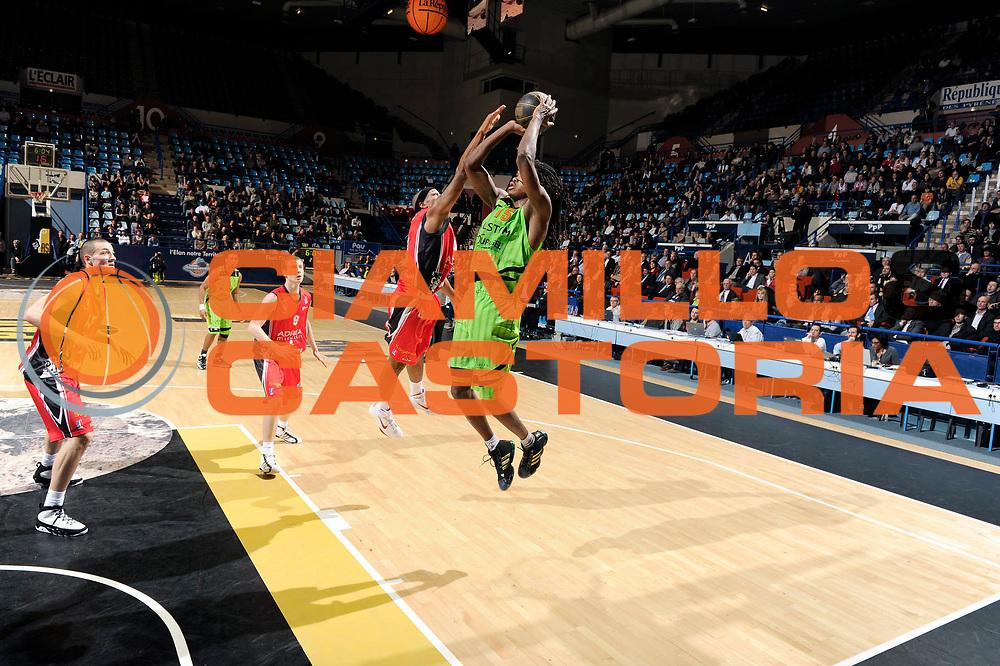 DESCRIZIONE : Championnat de France Basket Ligue Pro A  Semaine des As Demi Finale<br /> GIOCATORE : Gelabale Mickael <br /> SQUADRA : Villeurbanne<br /> EVENTO : Ligue Pro A  2010-2011<br /> GARA : Chalon Villeurbanne<br /> DATA : 12/02/2011<br /> CATEGORIA : Basketbal France Ligue Pro A<br /> SPORT : Basketball<br /> AUTORE : JF Molliere par Agenzia Ciamillo-Castoria <br /> Galleria : France Basket 2010-2011 Action<br /> Fotonotizia : Championnat de France Basket Ligue Pro A Semaine des As Demi Finale Pau