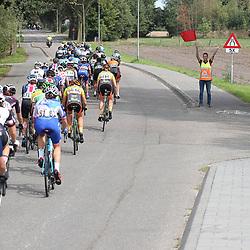 31-08-2018: Wielrennen: Ladies Tour: Weert<br />Zonder vrijwilligers en politie geen koers.