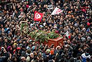 © Benjamin Girette / IP3 PRESS : le 8 Fevrier 2013:  Le coprs de Chokri BELAID arrive au cimetiere Djellaz a Tunis.