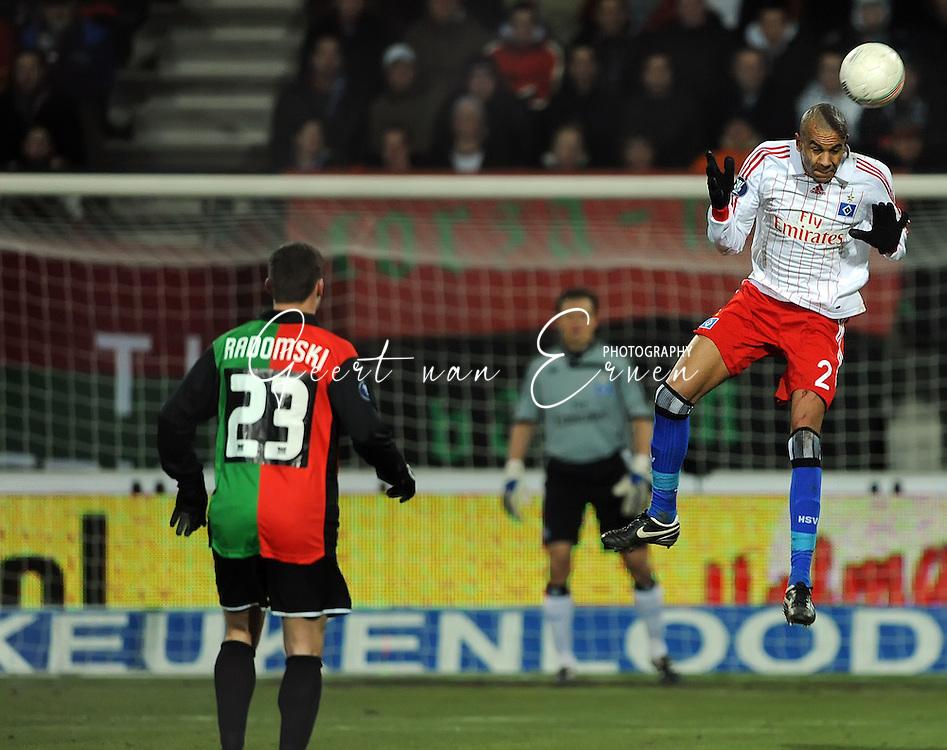 18-02-2009: voetbal: NEC - Hamburger SV: Nijmegen: UEFA Cup<br /> Alex SILVA met de kopbal<br /> Fotograf: Geert van Erven