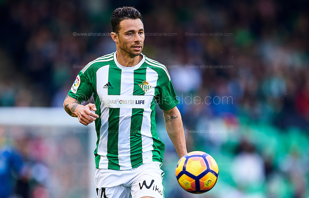 SEVILLE, SPAIN - DECEMBER 04:  Ruben Castro of Real Betis Balompie in action during La Liga match between Real Betis Balompie an RC Celta de Vigo at Benito Villamarin Stadium on December 4, 2016 in Seville, Spain.  (Photo by Aitor Alcalde Colomer/Getty Images)