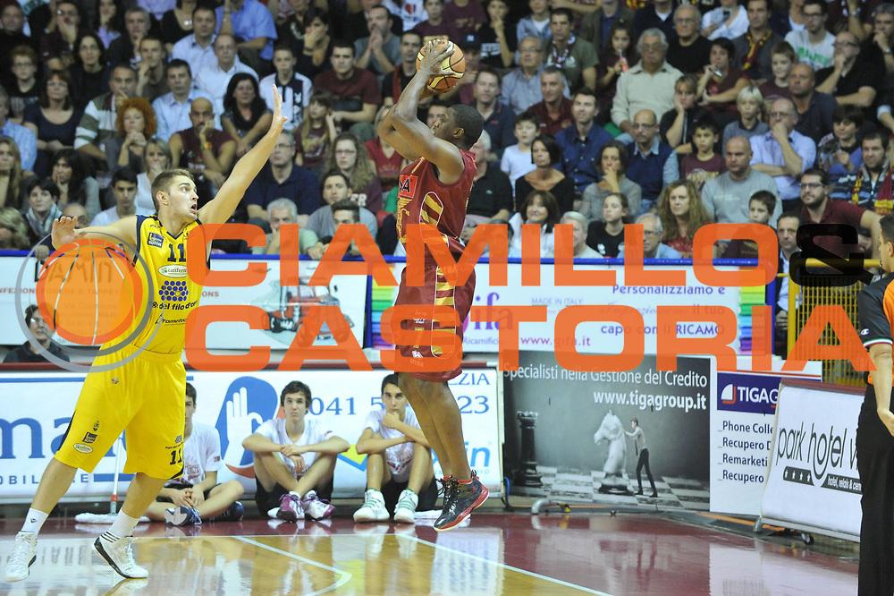 DESCRIZIONE : Venezia Lega A 2012-13 EA7 Umana Venezia Sutor Montegranaro<br /> GIOCATORE : yakhouba diawara<br /> CATEGORIA : tiro<br /> SQUADRA : Umana Venezia Sutor Montegranaro<br /> EVENTO : Campionato Lega A 2012-2013 <br /> GARA : Umana Venezia Sutor Montegranaro <br /> DATA : 04/11/2012<br /> SPORT : Pallacanestro <br /> AUTORE : Agenzia Ciamillo-Castoria/M.Gregolin<br /> Galleria : Lega Basket A 2012-2013  <br /> Fotonotizia : Venezia Lega A 2012-13 Umana Venezia Sutor Montegranaro<br /> Predefinita :