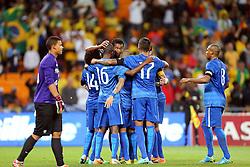 Jogadores da Seleção Brasileira de Futebol comemoram gol no amistoso contra África do Sul, no estádio Soccer City, em Joanesburgo. FOTO: Jefferson Bernardes/ Agência Preview