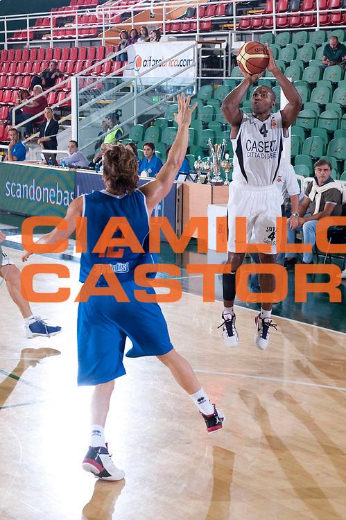 DESCRIZIONE : Avellino 20 Torneo Vito Lepore 2012-13 Juve Caserta Enel Brindisi  Finale 3 e 4 posto<br /> GIOCATORE : Eric Chatfield<br /> SQUADRA : Juve Caserta<br /> EVENTO : 20 Torneo Vito Lepore<br /> GARA : Juve Caserta Enel Brindisi<br /> DATA : 23/09/2012<br /> CATEGORIA : Tiro<br /> SPORT : Pallacanestro<br /> AUTORE : Agenzia Ciamillo-Castoria/G. Buco<br /> Galleria : Lega Basket A 2012-2013<br /> Fotonotizia : Avellino 20 Torneo Vito Lepore 2012-13 Juve Caserta Enel Brindisi Finale 3 e 4 posto<br /> Predefinita :