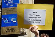 Roma 18 Marzo 2014<br /> Flash-mob di protesta dei pap&agrave; senza figli<br /> La festa del pap&agrave;  senza figli, i pap&agrave; protestano sotto la sede del Parlamento Europeo, sull'affidamento dei figli e dei casi di sottrazione internazionale di minori.<br /> Rome March 18, 2014<br /> Father's Day without children,the dads protest under the seat of the European Parliament,on the  custody of the children and cases of international child abduction.