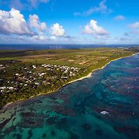 vue aérienne le long de la route qui mène à la Pointe des Chateaux