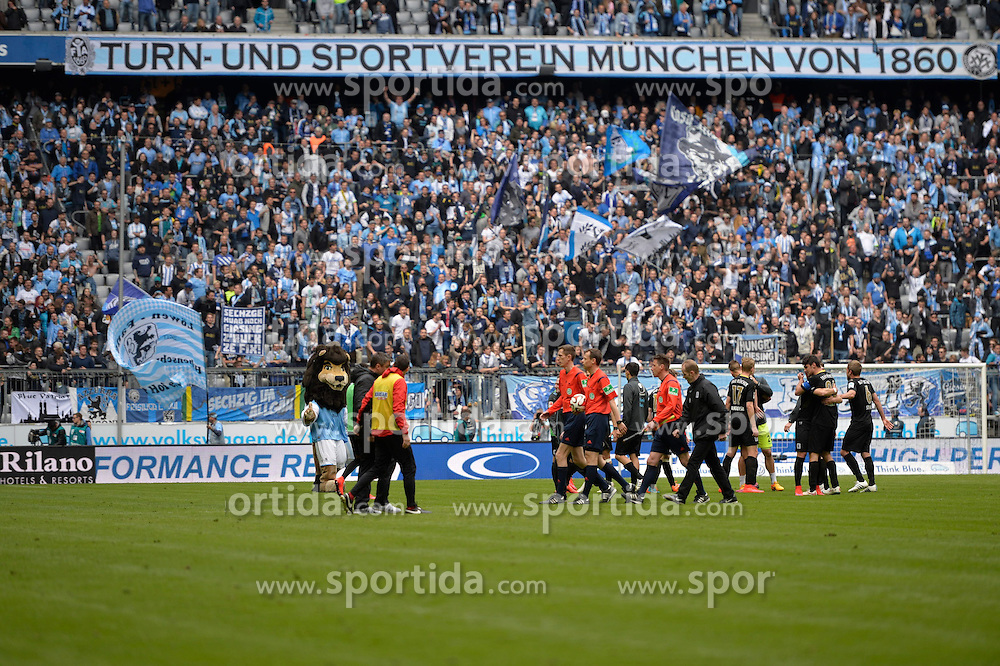 18.04.2015, Allianz Arena, M&uuml;nchen, GER, 2. FBL, TSV 1860 M&uuml;nchen vs VfL Bochum, 29. Runde, im Bild Fans des TSV 1860 Muenchen, jubeln zum Spielende, // during the 2nd German Bundesliga 29th round match between TSV 1860 M&uuml;nchen vs VfL Bochum at the Allianz Arena in M&uuml;nchen, Germany on 2015/04/18. EXPA Pictures &copy; 2015, PhotoCredit: EXPA/ Eibner-Pressefoto/ Buthmann<br /> <br /> *****ATTENTION - OUT of GER*****