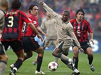 Fotball<br /> Champions Leage 2004/05<br /> AC Milan v Barcelona<br /> 20. oktober 2004<br /> Foto: Digitalsport<br /> NORWAY ONLY<br /> SAMUEL ETOO (BAR) / ALESSANDRO NESTA (MIL)