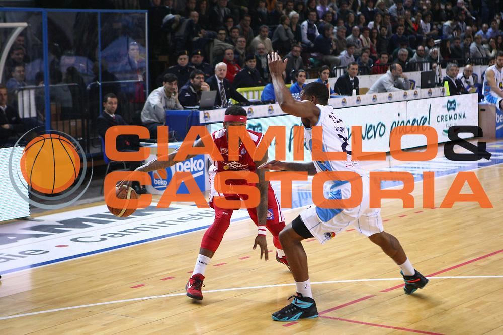 DESCRIZIONE : Cremona Lega A 2014-2015 Vanoli Cremona Giorgio Tesi Group Pistoia<br /> GIOCATORE : Gilbert Brown<br /> SQUADRA : Giorgio Tesi Group Pistoia<br /> EVENTO : Campionato Lega A 2014-2015<br /> GARA : Vanoli Cremona Giorgio Tesi Group Pistoia<br /> DATA : 08/02/2015<br /> CATEGORIA : Palleggio<br /> SPORT : Pallacanestro<br /> AUTORE : Agenzia Ciamillo-Castoria/F.Zovadelli<br /> GALLERIA : Lega Basket A 2014-2015<br /> FOTONOTIZIA : Cremona Campionato Italiano Lega A 2014-15 Vanoli Cremona Giorgio Tesi Group Pistoia<br /> PREDEFINITA : <br /> F Zovadelli/Ciamillo