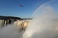 Garganta del Diablo, Rainbow over Devils Canyon, Cataratas del Iguazu, Parque Nacional Iguazu, Iguazu Waterfalls, Puerto Iguazu, Misiones, Argentina, South America