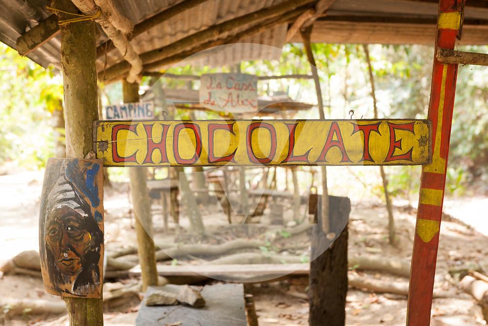 KOLUMBIEN - QUEBRADA VALENCIA - Schild 'Chocolate' an einem Verkaufsstand - 09. April 2014 © Raphael Hünerfauth - http://huenerfauth.ch