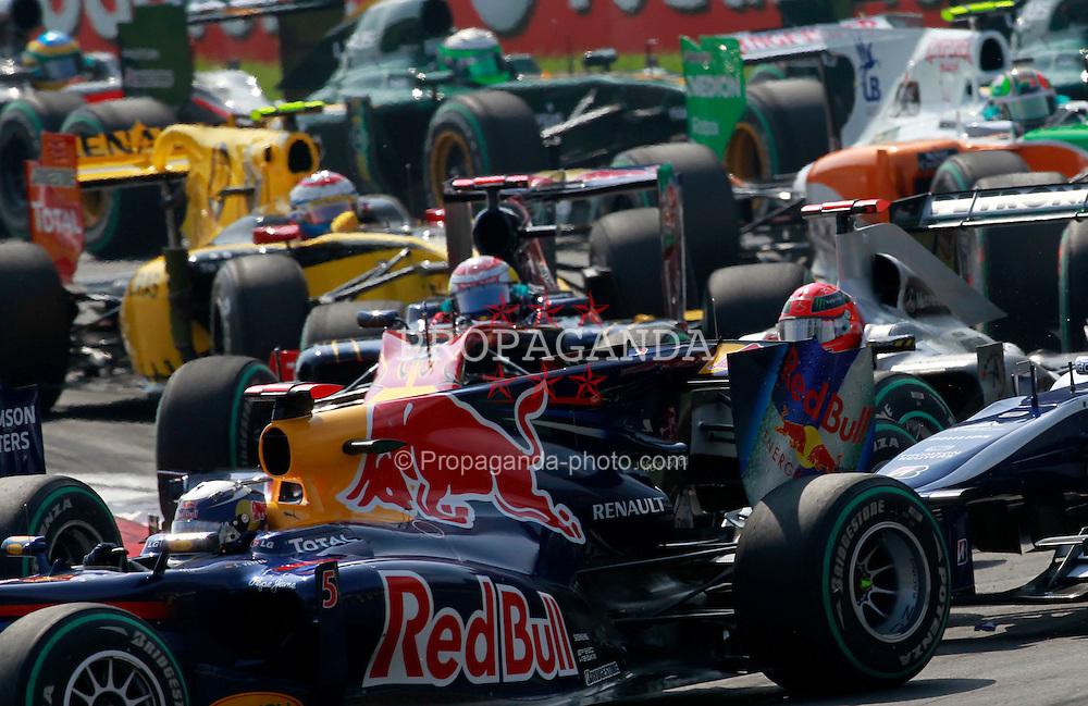 Motorsports / Formula 1: World Championship 2010, GP of Italy,  start, mass, Masse, Menge, 05 Sebastian Vettel (GER, Red Bull Racing),