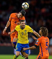 10-10-2017 NED: WK kwalificatie Nederland - Zweden, Amsterdam<br /> Oranje heeft Zweden met 2-0 verslagen. Het moest met zeven doelpunten verschil halen om nog kans te maken op plaatsing voor het WK. / Karim Rekik #4 of Netherlands, Marcus Berg #9 of Sweden, Nathan Ake #5 of Netherlands