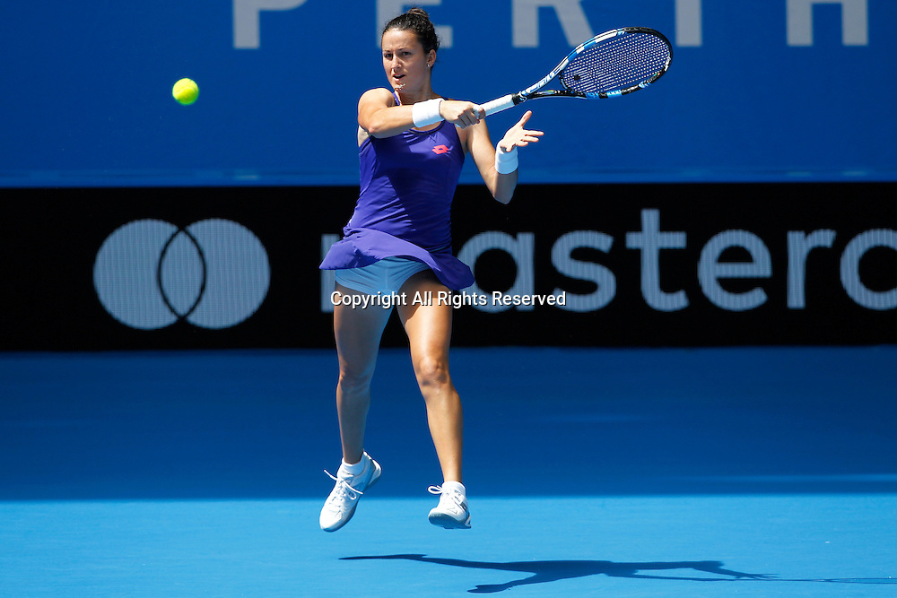 05.01.2017. Perth Arena, Perth, Australia. Mastercard Hopman Cup International Tennis tournament. Lara Arruabarrena (ESP) plays a fore hand from the base line during her match against Lucie Hradecka (CZE). Hradecka won in straight sets 6-2, 6-4.