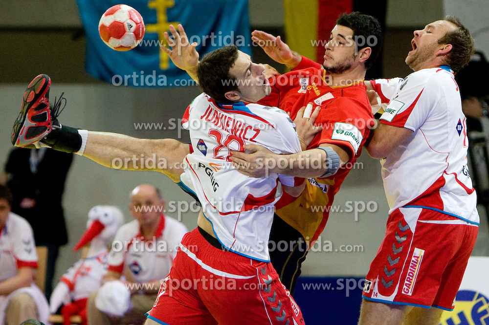 Alberto Entrerrios of Spain between Mariusz Jurkiewicz of Poland and Mariusz Jurasik of Poland during the Men's Handball European Championship Main Round match between Spain and Poland at the Olympia Hall on January 24, 2009 in Innsbruck, Austria.  (Photo by Vid Ponikvar / Sportida) - on January 2010