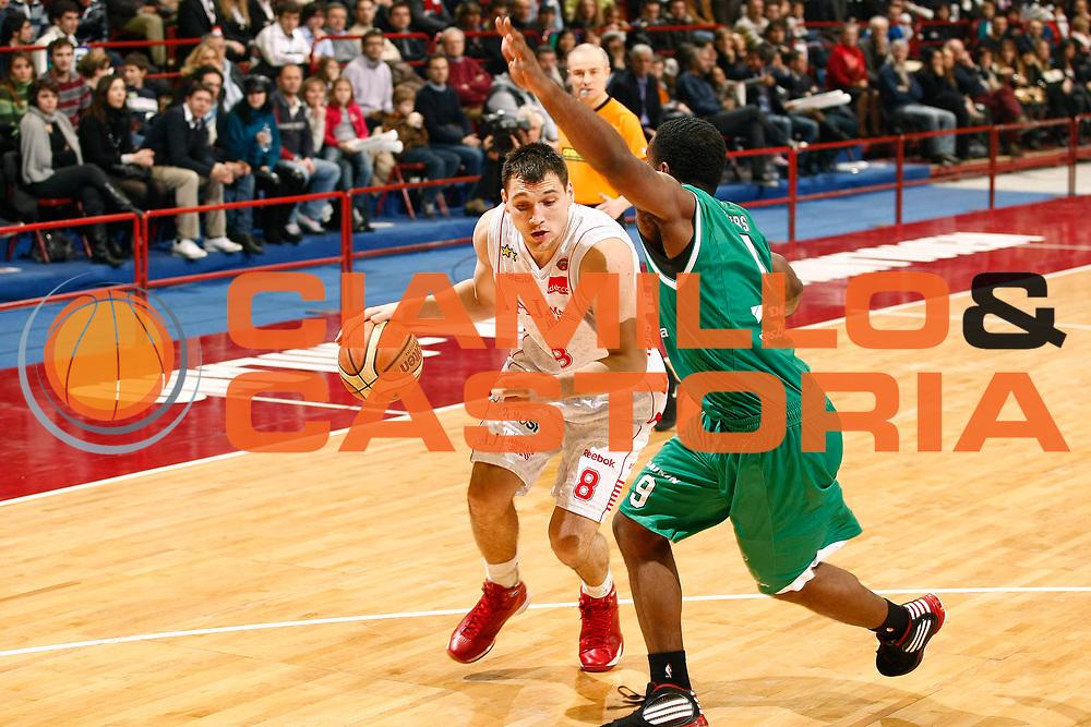 DESCRIZIONE : Milano Lega A 2009-10 Armani Jeans Milano Benetton Treviso<br /> GIOCATORE : Jonas Maciulis<br /> SQUADRA : Armani Jeans Milano<br /> EVENTO : Campionato Lega A 2009-2010 <br /> GARA : Armani Jeans Milano Benetton Treviso<br /> DATA : 23/01/2010<br /> CATEGORIA : Palleggio<br /> SPORT : Pallacanestro <br /> AUTORE : Agenzia Ciamillo-Castoria/G.Cottini<br /> Galleria : Lega Basket A 2009-2010 <br /> Fotonotizia : Milano Campionato Italiano Lega A 2009-2010 Armani Jeans Milano Benetton Treviso<br /> Predefinita :