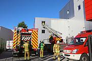 Mannheim. 12.06.17 | Freiwillige Feuerwehr übt <br /> Neckarau. Freiwillige Feuerwehr übt Rettungseinsatz in verwinkelten Gebäuden. Dazu hat das Lager Prime Selfstorage das Gebäude zur Verfügung gestellt. Übung der Freiwilligen Feierwehr <br /> <br /> <br /> BILD- ID 1094 |<br /> Bild: Markus Prosswitz 12JUN17 / masterpress (Bild ist honorarpflichtig - No Model Release!)
