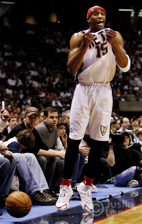 epa00697143 The Nets' Vince Carter argues a call during the first quarter of the round one playoff game between the Indiana Pacers and the New Jersey Nets at Continental Airlines Arena Sunday 23 April 2006 in East Rutherford, New Jersey.  EPA/JUSTIN LANE
