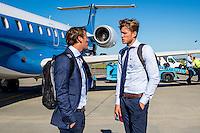 NOVI SAD - 17-08-2016, Vojvodina - AZ, Karadjordje Stadion, vertrek en aankomst, Niels Kok, AZ speler Wout Weghorst