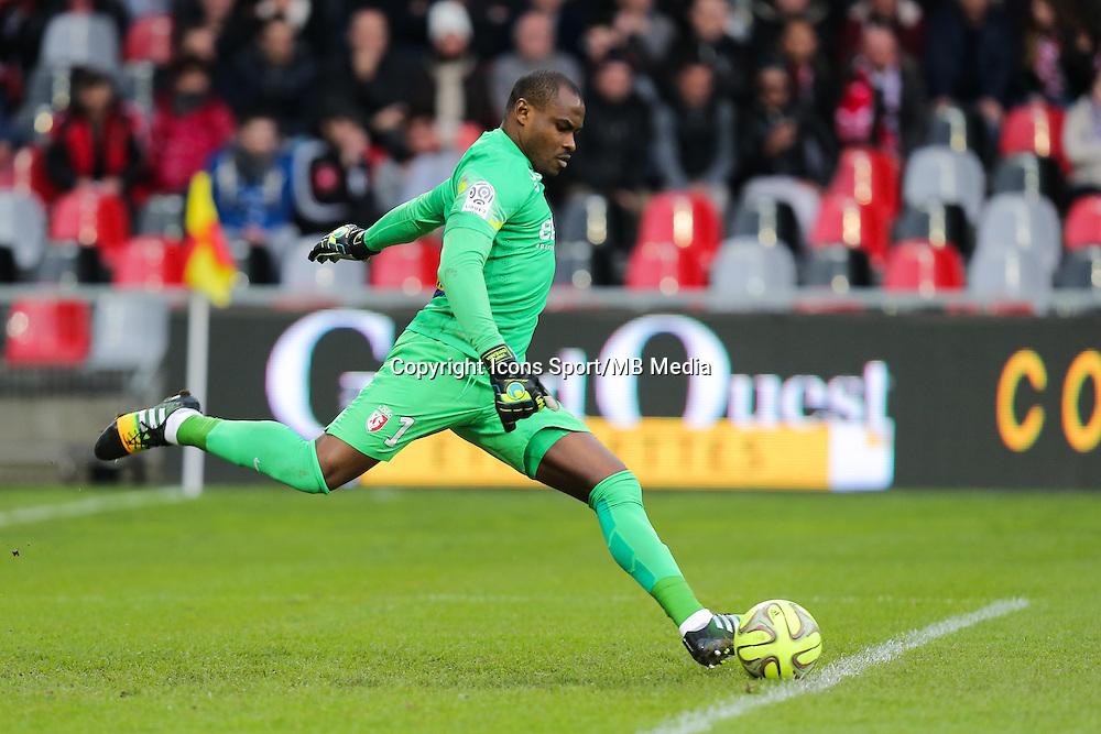 Vincent ENYEAMA  - 08.03.2015 - Guingamp / Lille - 28eme journee de Ligue 1 <br /> Photo : Vincent Michel / Icon Sport