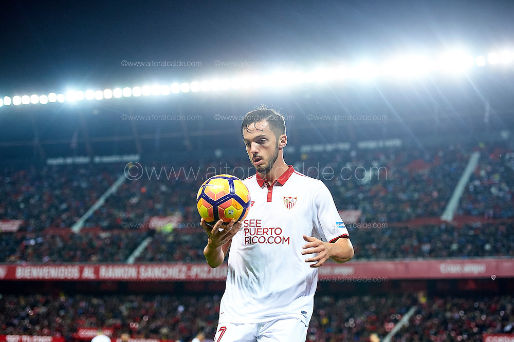 SEVILLE, SPAIN - NOVEMBER 26:  Pablo Sarabia of Sevilla FC looks on during the La Liga match between Sevilla FC and Valencia CF at Estadio Ramon Sanchez Pizjuan on November 26, 2016 in Seville, Spain.  (Photo by Aitor Alcalde Colomer/Getty Images)