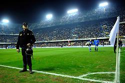 12-12-2009 VOETBAL: VALENCIA - REAL MADRID: VALENCIA<br /> Real Madrid wint in een boeiende wedstrijd met 3-2 van Valencia / politie , creative illustratief corner<br /> ©2009-WWW.FOTOHOOGENDOORN.NL